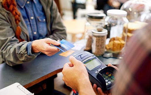 カード支払いができる店が少ない。