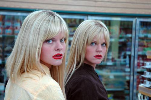 不気味な双子