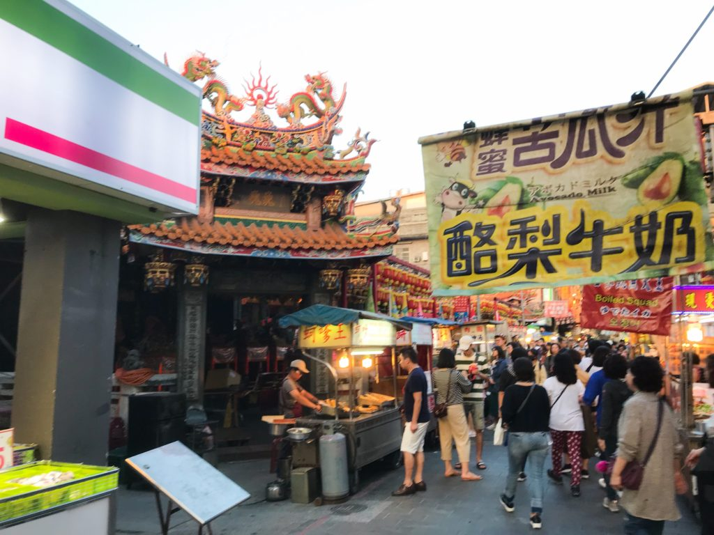 台湾最大の夜市を「士林夜市」をレポート
