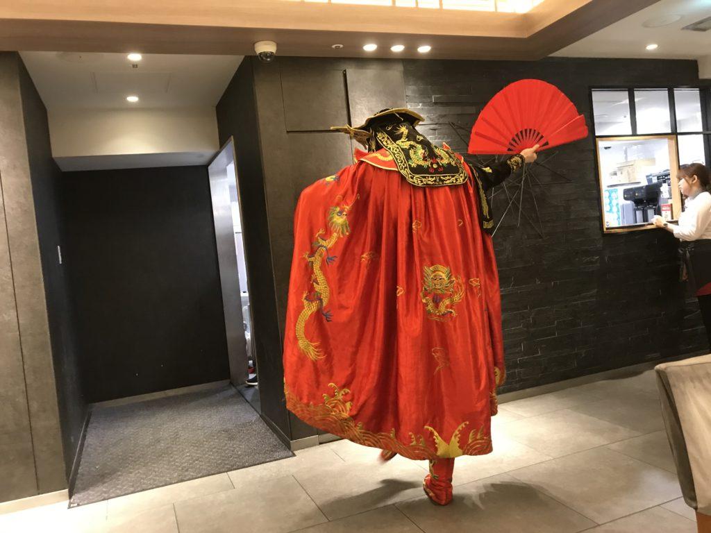 「海底撈火鍋」に来たら中国の伝統芸「変面」を見逃すな!