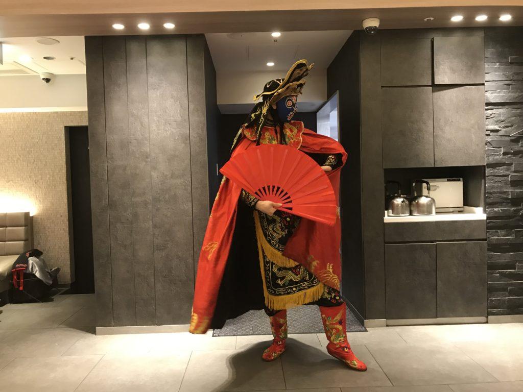 「海底撈火鍋」に来たら中国の伝統芸「変面」を見逃すな!2